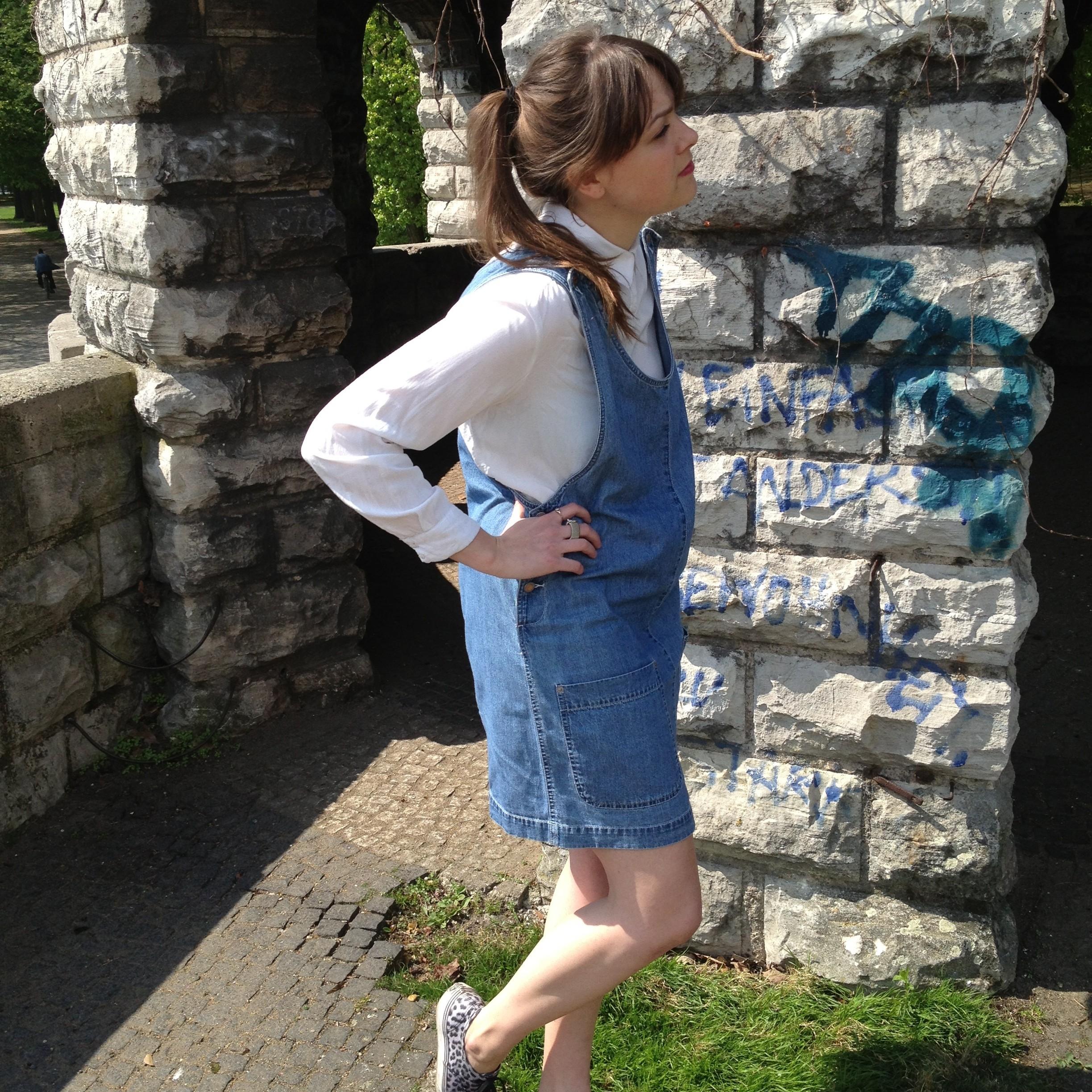 Latzkleid jeans outfit