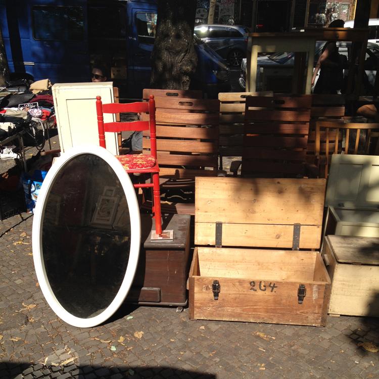Möbel und Kisten