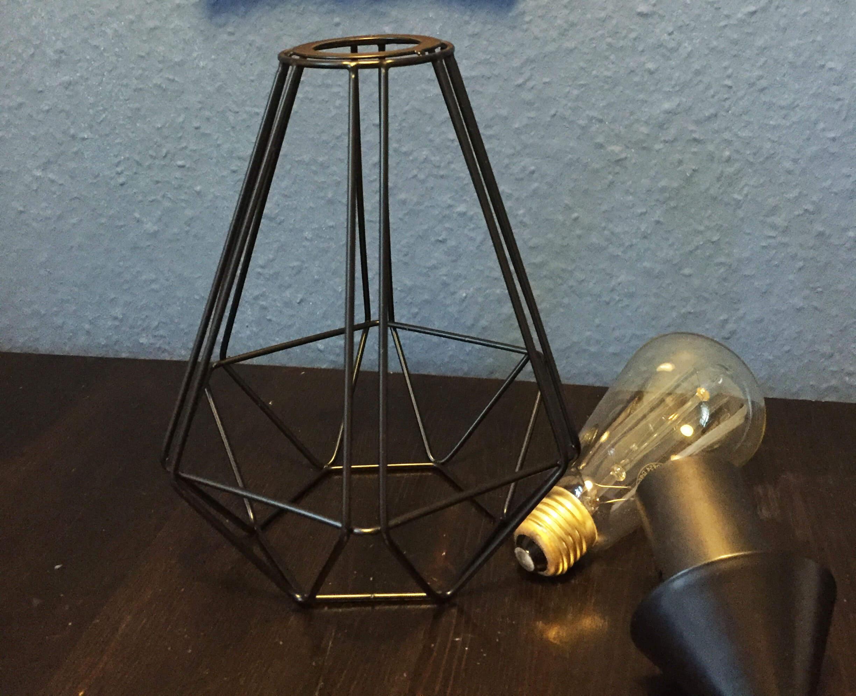 Was benötigt wird: Das Gestell, Vintage Glühbirne, langes Kabel, Schalter & Stecker.