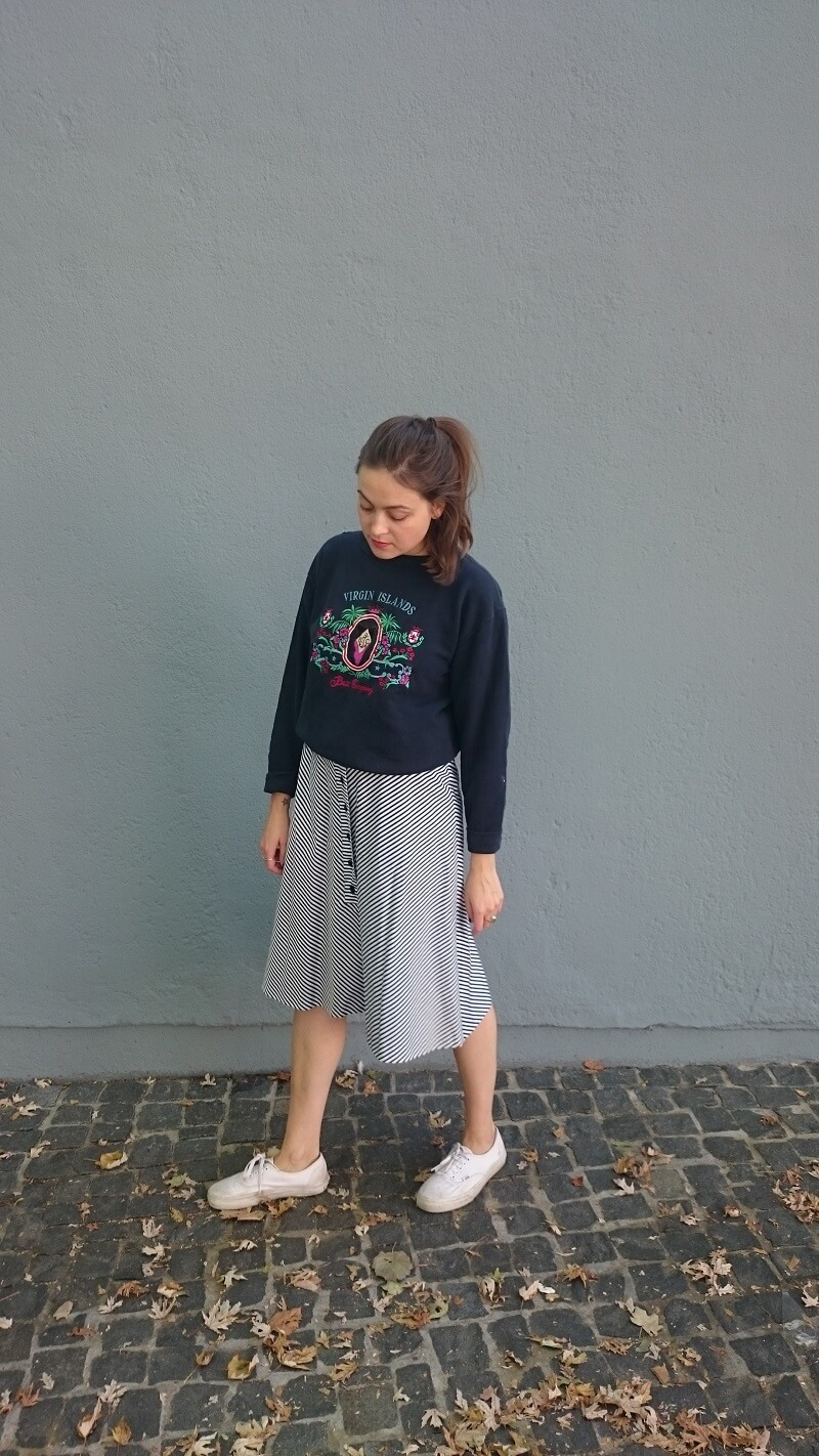 sweater-skirt-outfit