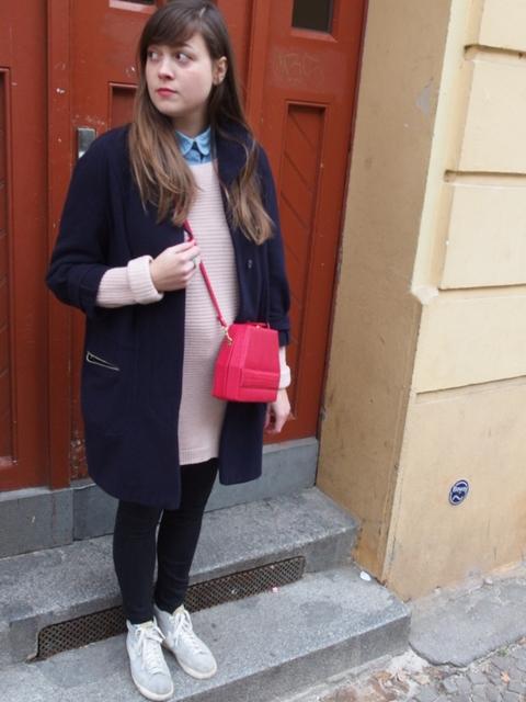 Outfit: Das rosafarbene Strickkleid
