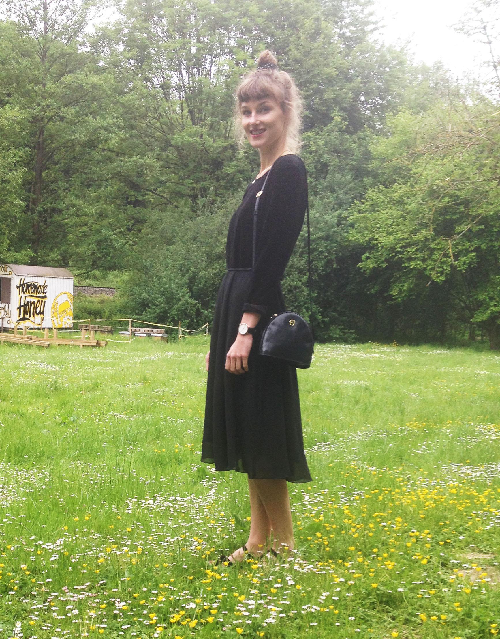 outfit lady in black. Black Bedroom Furniture Sets. Home Design Ideas