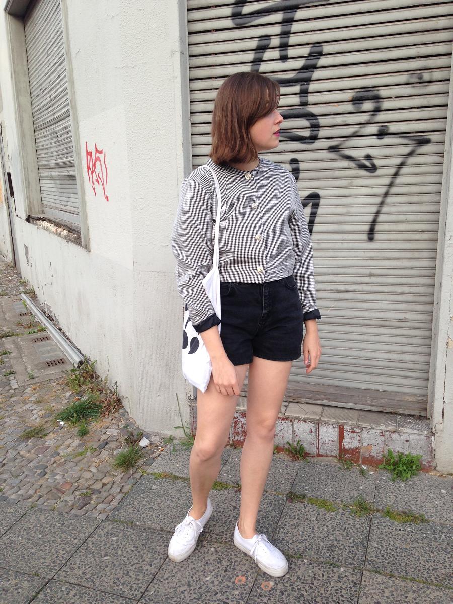 Outfit: Pepita Jacke & Jeansshorts
