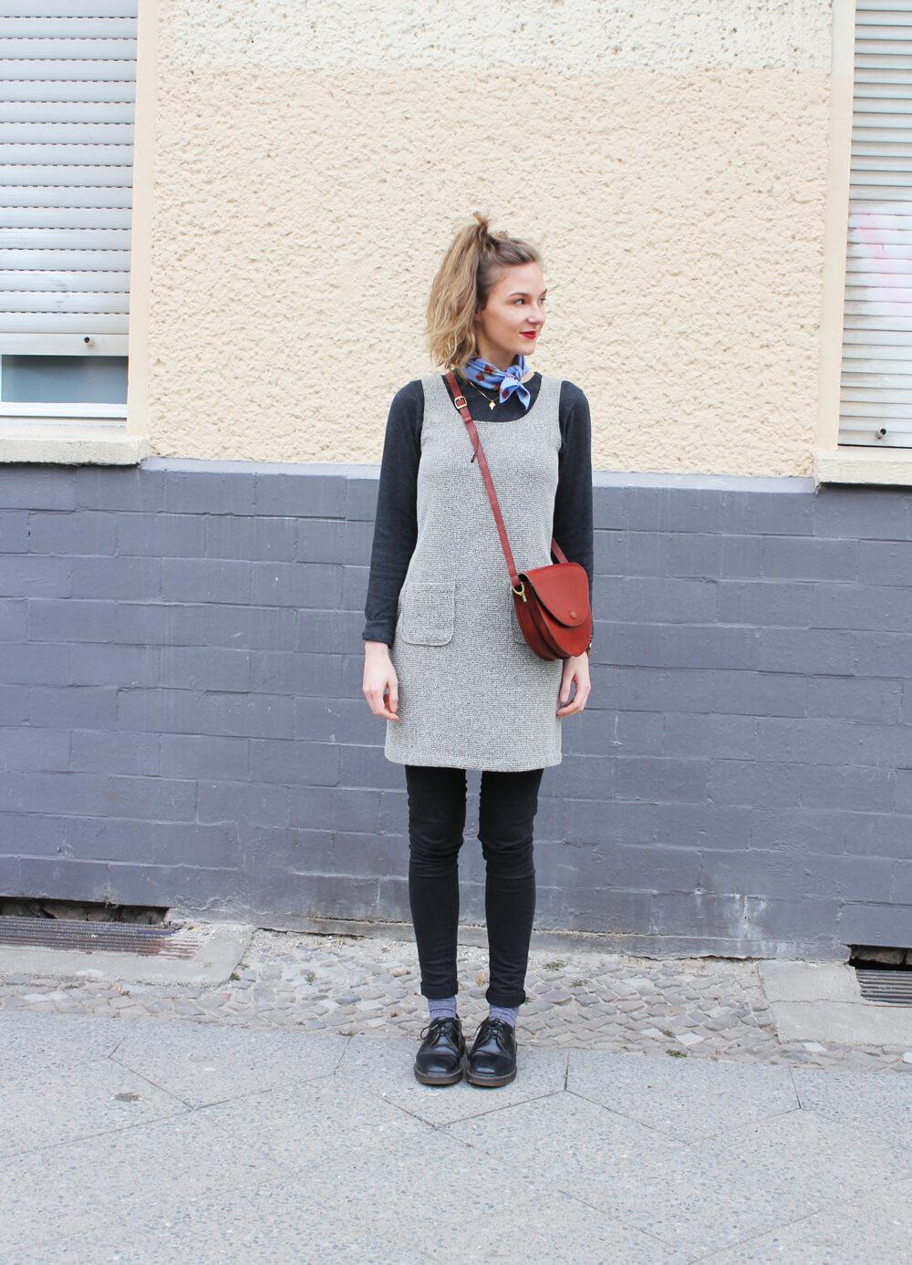 Kleid über Jeans