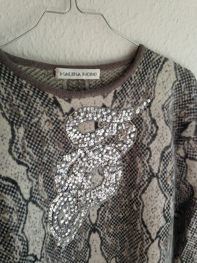 vintage-sweater-detail