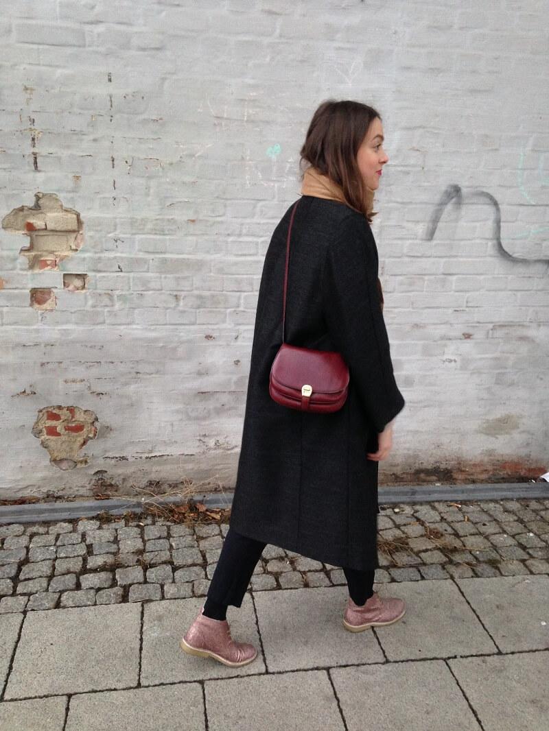Outfit: Vintage Mantel, Glitzer Boots & Aigner Tasche