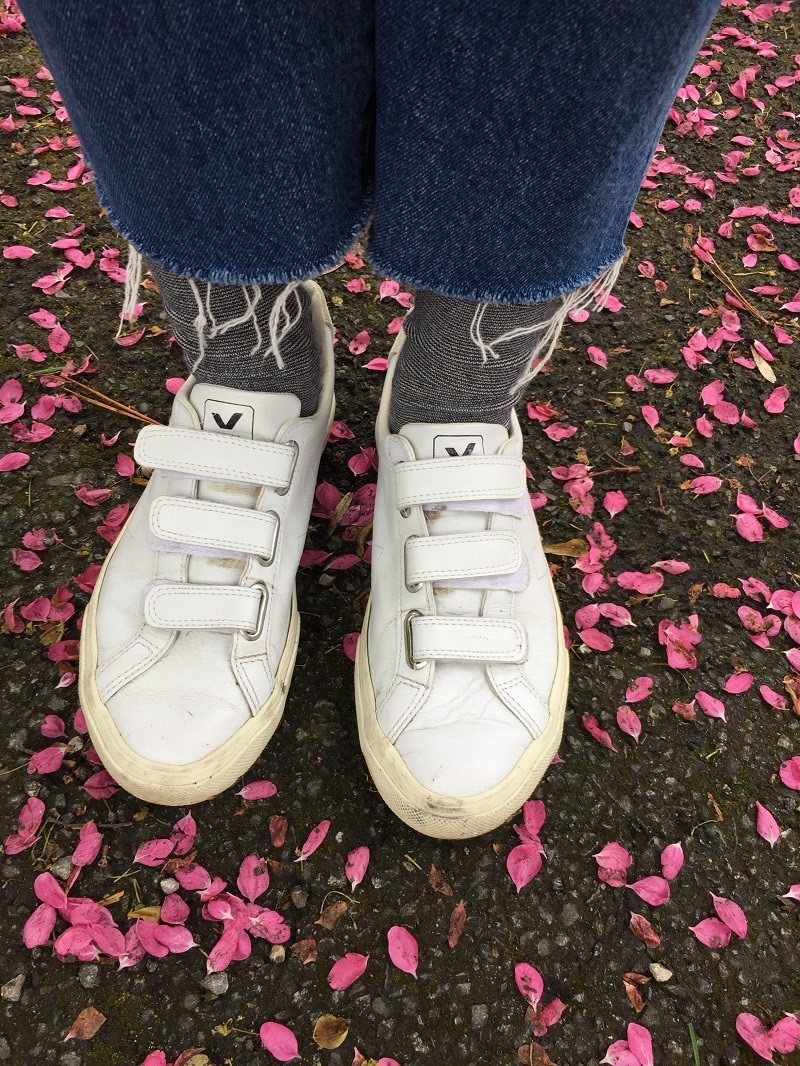 Basic Love: Weiße Sneaker